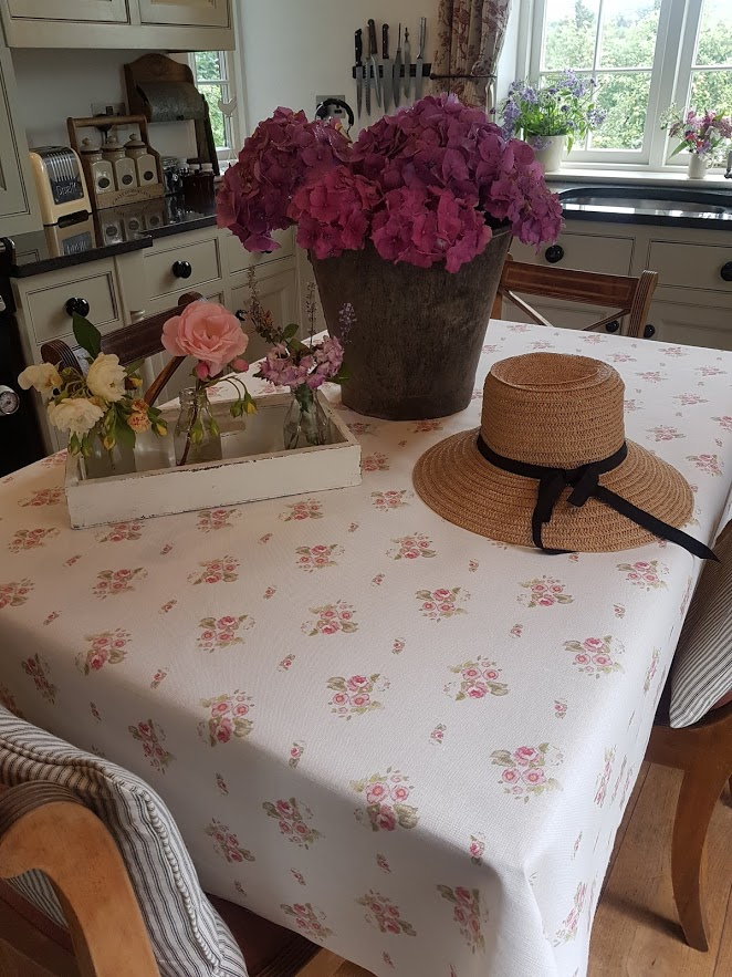 Eidelwiss-Floral-Linen-Table-Cloth-by-Rose-and-Foxgloves