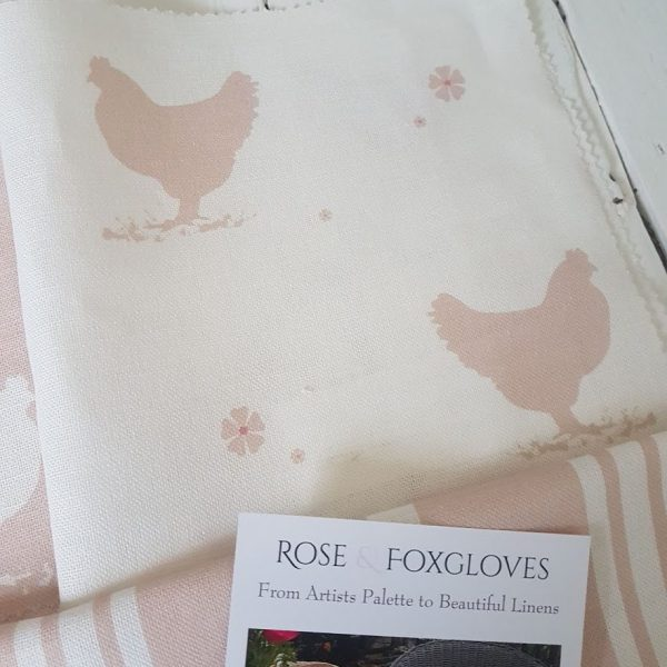 Hens and Daisies on Ivory Linen