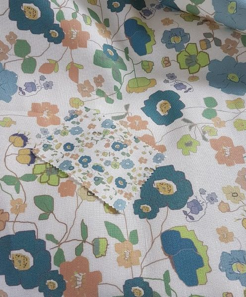 Large Print Meadow Daisies Vintage blue