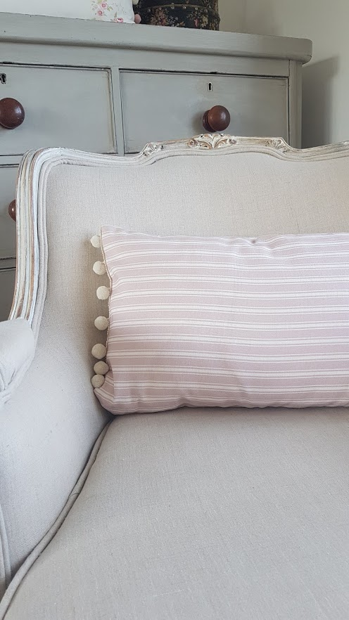 Rose and Bows Linen Cushion-m Ivory Pompom