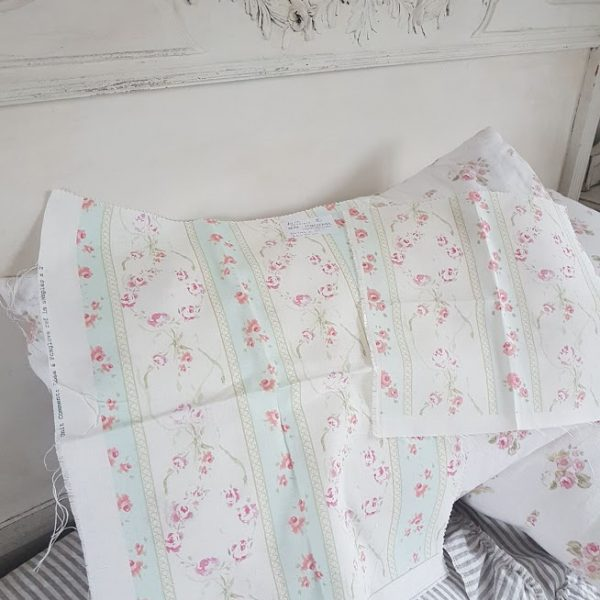 Soeur Emmanuelle scrap linen pieces Rose and Foxgloves RF28/5/7